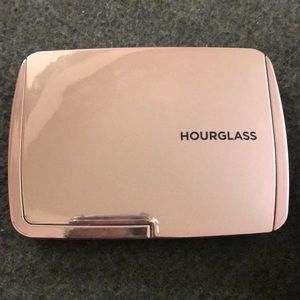Hourglass Ambient Light Vol 4 Face Palette